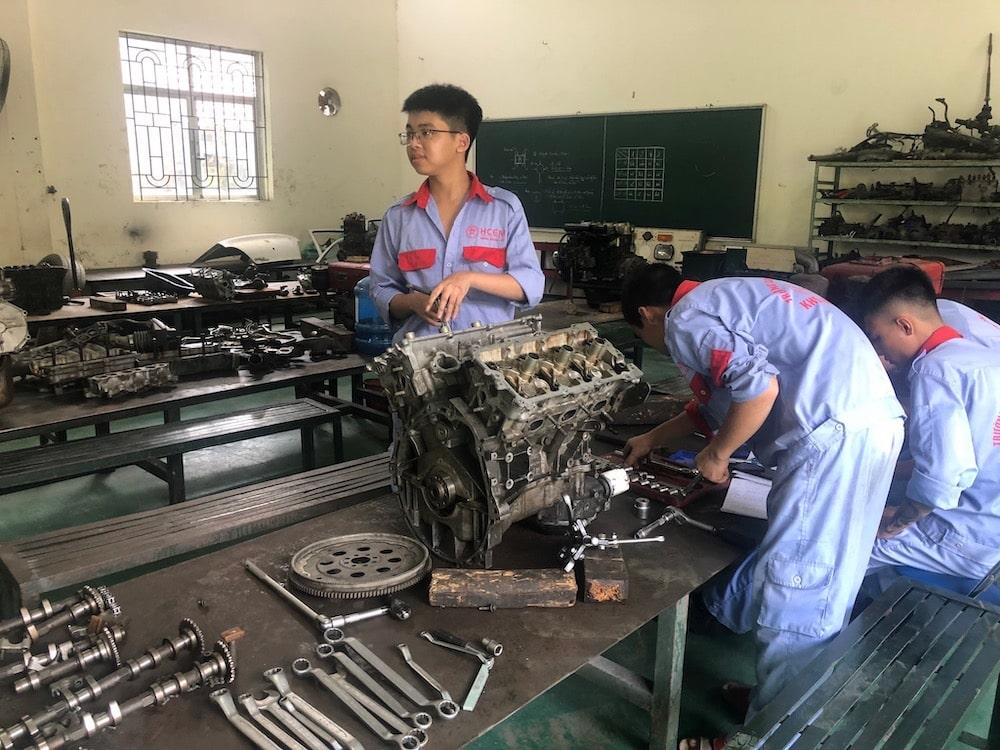 ベトナム自動車整備士イメージ01